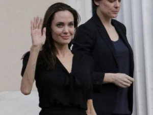 Phim - Rộn tin Angelina Jolie nhập viện và đang nguy kịch