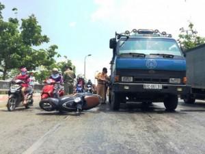 Tin tức trong ngày - Nữ sinh viên gào khóc khi bị xe ben cán nát chân