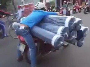 """Cười 24H - Hoảng hốt với """"người vận chuyển"""" phiên bản Việt"""