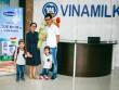 """""""Theo chân"""" gia đình Ốc Thanh Vân khám phá nhà máy sữa"""