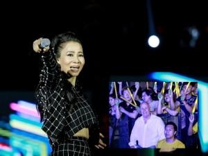 Ca nhạc - MTV - Thu Minh sung sức trên sân khấu dù lùm xùm kiện tụng