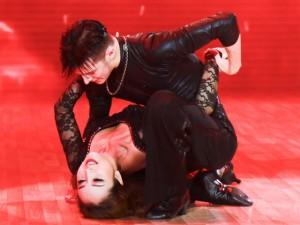 """Jennifer Phạm nóng bỏng dẫn đầu  """" Bước nhảy hoàn vũ """""""
