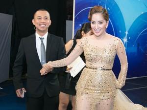 Ca nhạc - MTV - Chí Anh ga lăng dìu Khánh Thi sau hậu trường