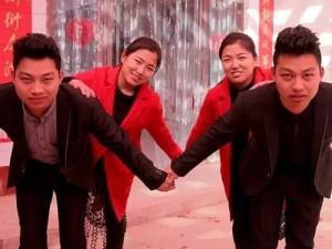 Thế giới - Hai cặp vợ chồng song sinh phải sửa mặt để đỡ nhầm lẫn
