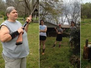 Mẹ dùng súng bắn nát iPhone 5c để dạy con