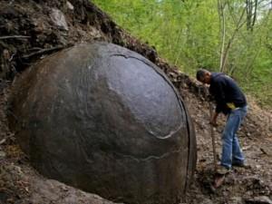 Thế giới - Phát hiện khối cầu đá khổng lồ bí ẩn trong rừng ở Bosnia