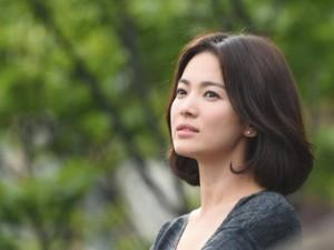 Song Hye Kyo từ chối 1 triệu USD vì yêu tổ quốc