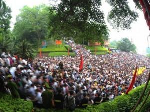 Tin tức trong ngày - Hàng triệu du khách về dự lễ hội Đền Hùng năm 2016