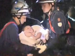 Động đất Nhật Bản: Bé 8 tháng tuổi sống sót kì diệu