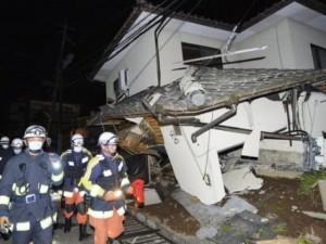 Thế giới - Ảnh: Nhật Bản đổ nát, 1000 người bị thương sau động đất
