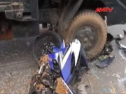 """Video An ninh - Hai thanh niên chết thảm vì """"hiên ngang"""" đấu đầu xe tải"""