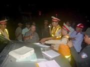 Tin tức trong ngày - Đánh võng, ép xe cảnh sát giao thông trong đêm