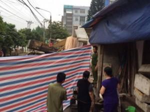 Tin tức trong ngày - Sập nhà 5 tầng giữa phố sầm uất, vùi lấp 6 người