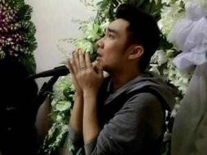 Quang Hà nấc nghẹn khi hát tiễn nhạc sĩ Nguyễn Ánh 9