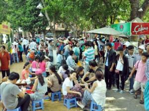 Tin tức trong ngày - TPHCM: Nghỉ Giỗ Tổ, dân đổ về khu vui chơi tránh nóng