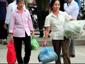 Tin tức trong ngày - Rau sạch, trái cây theo người dân về Thủ đô sau nghỉ lễ