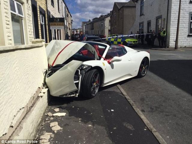 Anh: Chú rể lao siêu xe 7 tỉ đi thuê vào tường vỡ nát