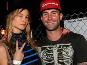 Ca nhạc - MTV - Adam Levine và vợ bầu gặp tai nạn xe hơi