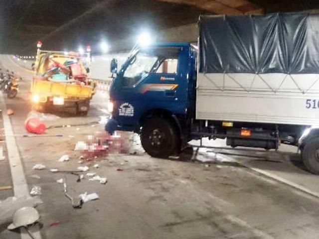 Xe tải mất lái trong hầm Thủ Thiêm, đâm 1 người tử vong