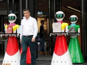 Thế giới - Đại gia Trung Quốc đi mua sắm, 8 robot nữ kè kè hộ tống
