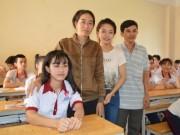Tin tức trong ngày - Nữ sinh bị cưa chân trở lại trường học