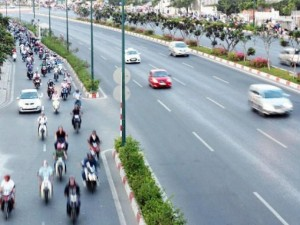 Tin tức trong ngày - Xe máy được đi vào làn ô tô trên đại lộ đẹp nhất Sài Gòn