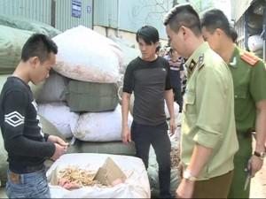 Tin tức trong ngày - HN: Bắt giữ xe tải chở 6 tấn thuốc bắc nhập lậu từ TQ