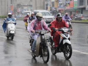 Tin tức trong ngày - Miền Bắc mưa giông, miền Nam nắng nóng tiếp diễn