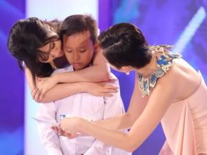Ca nhạc - MTV - Tóc Tiên khiến cậu bé chuyên hát đám cưới òa khóc