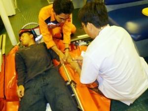 Sức khỏe đời sống - Cứu ngư dân bị nôn ra máu, lúc tỉnh lúc mê giữa biển