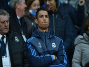 """Bóng đá - Góc châm biếm: Ronaldo ngồi buồn nghe bản nhạc """"Si"""""""