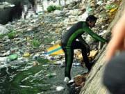 Video An ninh - Clip: 8 người nhái lặn kênh thối tìm két sắt bị trộm