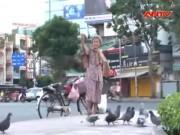 Tin tức trong ngày - Cụ bà nghèo hơn 30 năm mua thóc đãi chim trời