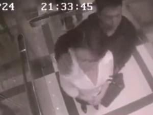 Thế giới - Cô gái tung sêri đòn hạ gục kẻ quấy rối trong thang máy