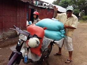 Tin tức trong ngày - Vụ cá chết hàng loạt: Người Huế mua muối về dự trữ