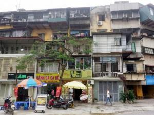 Tin tức trong ngày - HN: Đã có nhà tạm cư để di dời dân ở khu tập thể sắp sập