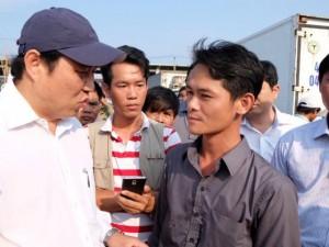 Tin tức trong ngày - Chủ tịch Đà Nẵng ra cầu cảng ăn cá và khẳng định cá an toàn