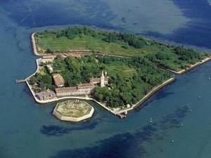 """Thế giới - Hòn đảo hoang đầy """"bóng ma bệnh tật"""" ở Ý"""