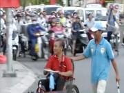"""Video An ninh - Một ngày """"lo việc đời"""" của hiệp sĩ giao thông SG"""