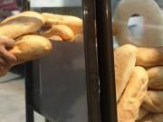 Thị trường - Tiêu dùng - Mỹ: Nhà hàng để hàng trăm ổ bánh mì trong nhà vệ sinh