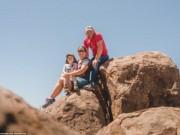 Bạn trẻ - Cuộc sống - Cặp vợ chồng bán hết tài sản để đi du lịch cùng con