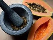 Sức khỏe đời sống - Ăn hạt đu đủ như ăn hạt tiêu, khỏi lo mắc ung thư