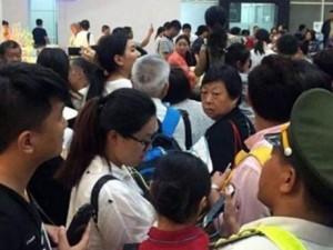 Tin tức trong ngày - Xử phạt nhân viên sân bay đánh hành khách Trung Quốc