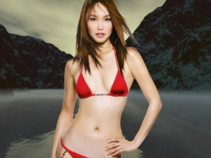 Hậu trường phim - Phạm Văn Phương mặc bikini đẹp miễn chê dù đã 45 tuổi