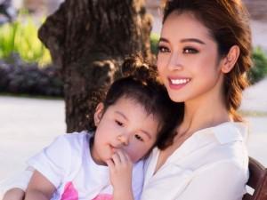Thời trang - Clip: Jennifer Phạm khoe con gái út siêu dễ thương