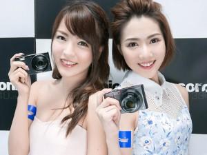 Thời trang Hi-tech - Mẫu nữ xinh đẹp và gợi cảm bên máy ảnh