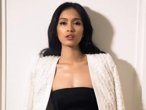 Ca sĩ Ái Phương đẹp cuốn hút với váy cúp ngực