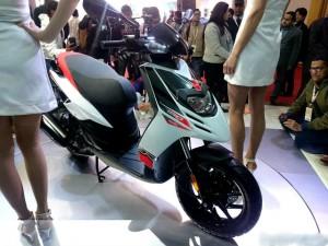 """Ô tô - Xe máy - Aprilia SR 150 giá dưới 33 triệu đồng """"ngon"""" hơn Vespa?"""