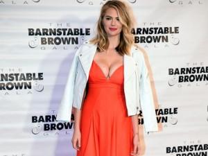 Thời trang - Kate Upton mặc váy sexy dự Gala đua ngựa