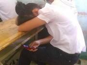 Giáo dục - du học - Học sinh dùng điện thoại khi tới trường: Hẹn hò, xem phim nhạy cảm